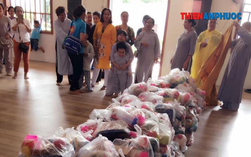 Những vật phẩm trong buổi phối hợp làm từ thiện cùng chùa Ưu Đàm